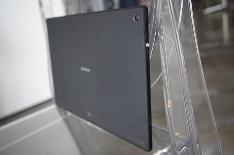 Det er slutt med den kileformede designen. Xperia Tablet 2013 er helt strømlinjeformet.