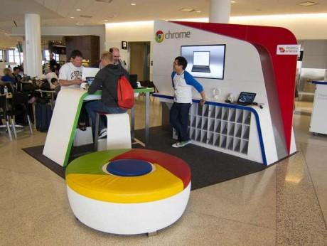 I samarbeid med Virgin har Google også hatt små flyplass-kiosker. Her er en i San Francisco.