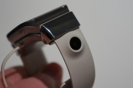 Også kameraet (på 1,9 MP) sitter på klokkeremmen.
