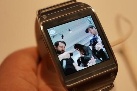 Det fungerede overraskende bra å peke med klokken og bruke skjermen som søker. Kanskje en av Gears kuleste funksjoner.