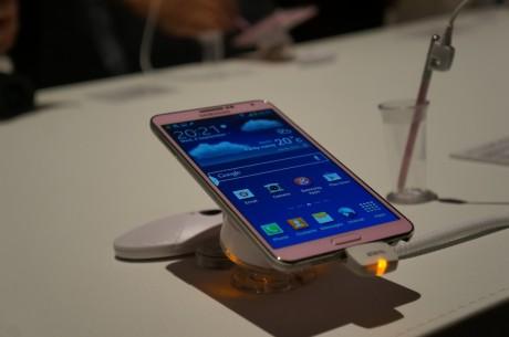 Samsung Galaxy Note 3 er en oppdatering av sidste fjorårets Note II, hvor den nye S-Pen styluspennen kommer med en rekke nye funktioner.
