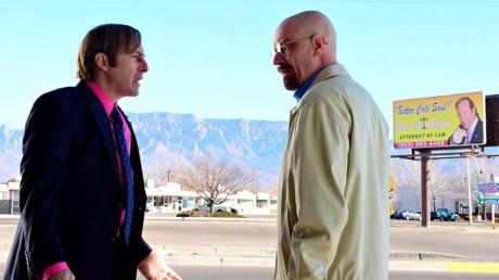 Saul Goodman (til venstre) får nå sin egen tv-serie, Better Call Saul, som handler om tiden før han møter den kreftsyke kjemilæreren Walter White (til høyre).