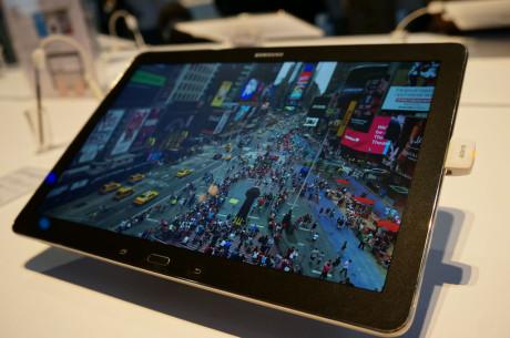 """Der er god plads til det store billede på den 12,2"""" store skærm på Galaxy NotePRO."""