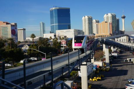 Velkommen til Las Vegas. Vi kører til messeområdet med monorail.