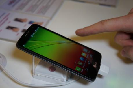 """En skærm på 4,7"""" sidder der i LG G2 Mini, men opløsningen er kun på sølle 960 x 540 pixel. Til sammenligning byder både Sony Xperia Z1 Compact og HTC One mini på HD-opløsning (1280 x 720 pixel) på blot 4,3""""."""
