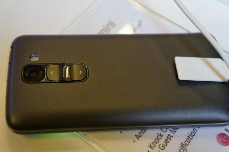 På bagsiden har LG G2 Mini samme Rear Key-design som topmodellen LG G2.