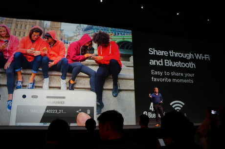 Her en flok unge forbrugere. Det er sådan nogen, Huawei gerne vil kapre flere af som kunder med Ascend G6 4G.
