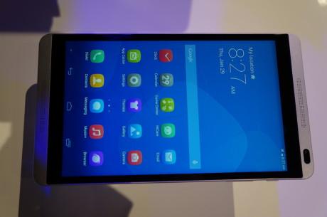 Nej, det er ikke en HTC One. Det er Huawei MediaPad M1.