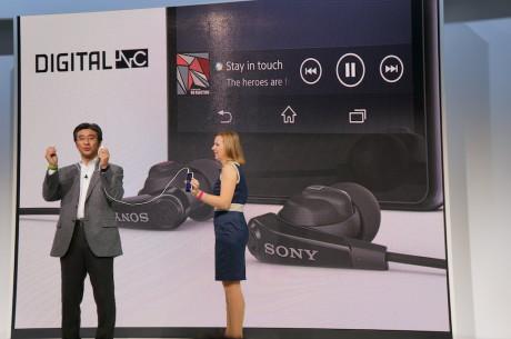 Både Xperia Z2 og Xperia Z2 Tablet kommer med støyreduserende in-ear ørepropper.