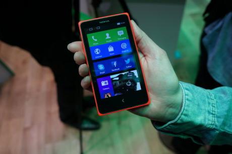 """Nokia X og X+ er ikke til at kende fra hinanden. Begge kommer med 4""""-skærm."""