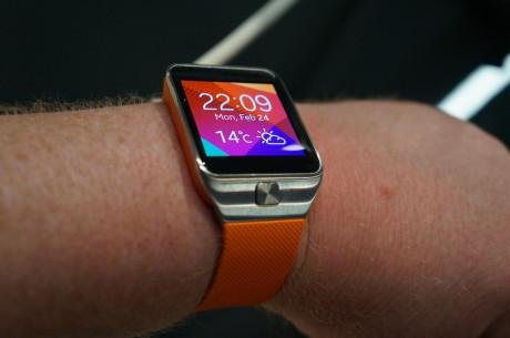 Vi er ret vilde med det nye Galaxy Gear Fit. Til gengæld er Galaxy Gear 2 stort set lige klodset at have på armen som det første Galaxy Gear smart-ur.
