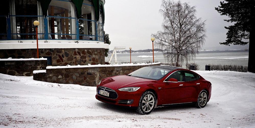Tesla-S-q-side-front