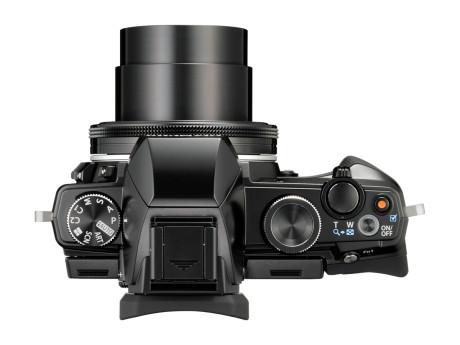 Det tydelige spejlrefleksdesign gør Olympus' bedste kompaktkamera meget brugervenligt.