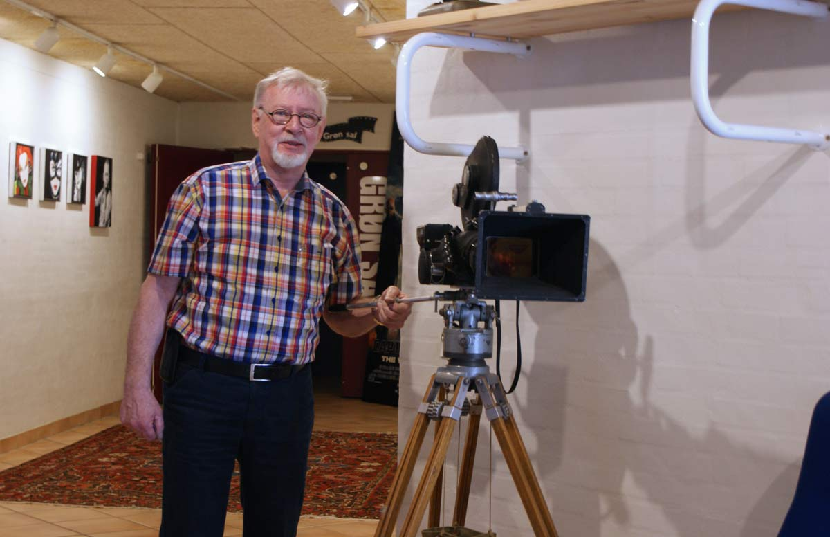 Steen Rasmussen elsker filmteknik og har drømt om at have sin egen biograf, siden han var dreng. Men der gik 44 år, før han levede drømmen ud. Så gjorde han det til gengæld også i stor stil.