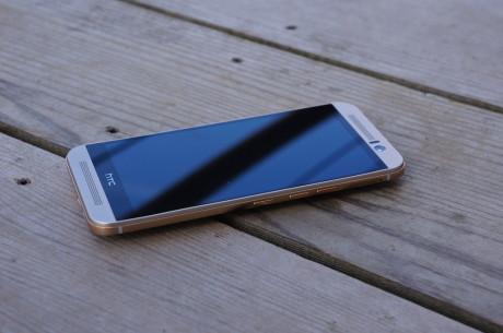 På fronten af HTC One M9 sidder de for HTC så ikoniske BoomSound-højttalere, der nu skulle lyde endnu bedre på grund af Dolby Audio.