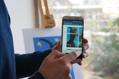 Som vist her kan brugeren med HTC Sense 7 komponere sine egne temaer baseret på et hvilket som helst foto.