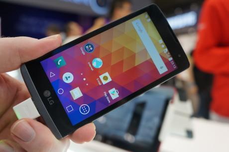 LG Leon, som vist her på billedet fra da vi havde fat i den på MWC 2015, kommer både i en version med og en uden 4G/LTE.