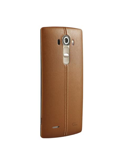 Køber man Genuine Leather-udgaven af LG G4, får man et gratis plastic-cover i Shiny Gold med i købet.