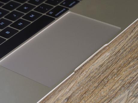 MacBook'ens touchpad er i fuld størrelse og byder på den helt nye Force Touch-teknologi.