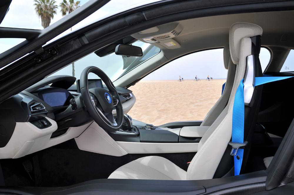 BMWi8_kabinestandard