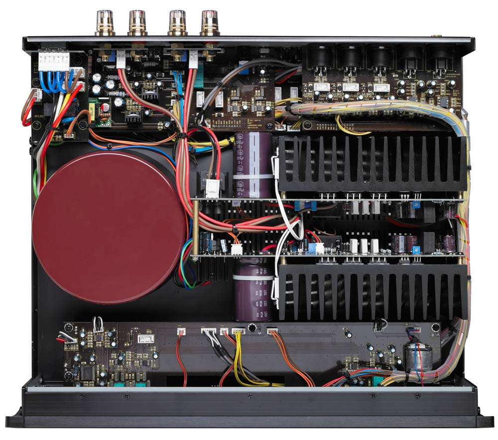 Forstærkeren er en dobbelt-mono-konstruktion. Foto: Parasound.
