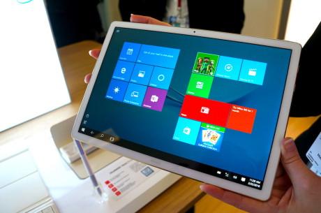 Uden sit cover minder Huawei MateBook en hel del om iPad Pro. Foto: Peter Gotschalk