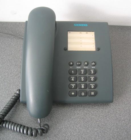 kun af én ud af 100 unge er venner med fastnettelefonen. Foto: Simens/Wikipedia.