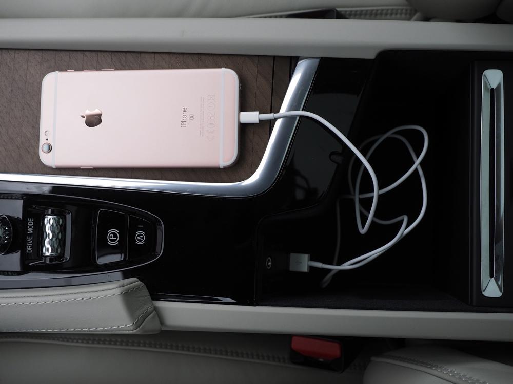 CarPlay fungerer kun med iPhone 5 og opad.