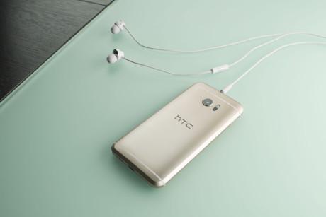 Lydkvaliteten er fremragende, og sammen med HTC 10 følger et sæt ørepropper, som faktisk lyder ret godt. Foto: HTC