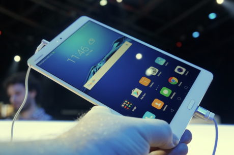 """Huawei MediaPad M3 med 8,4"""" skærm har 2K-opløsning. Foto: Peter Gotschalk, Lyd & Billede"""