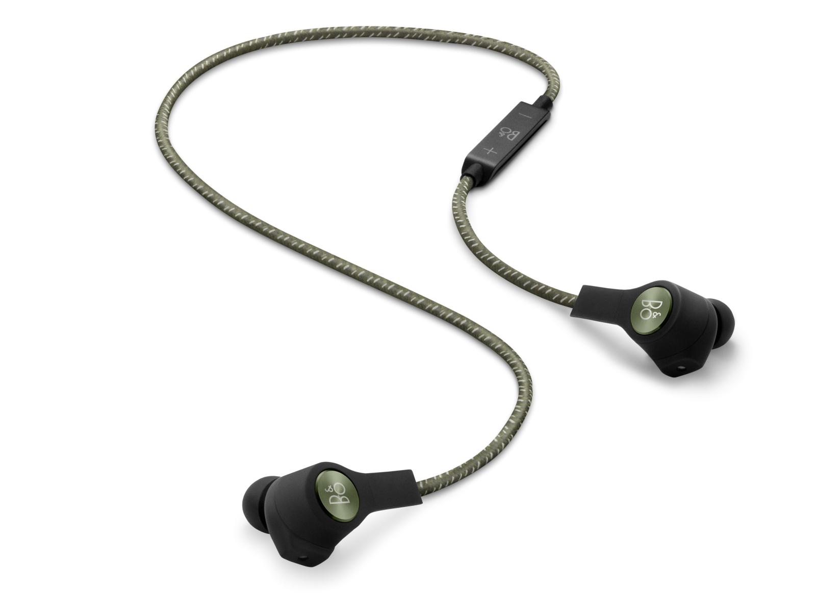 H5 er den første trådløse in-ear-model fra B&O Play. Den eneste ledning, er den, der forbinder de to ørepropper og samtidig rummer fjernbetjeningen. Foto: B&O Play