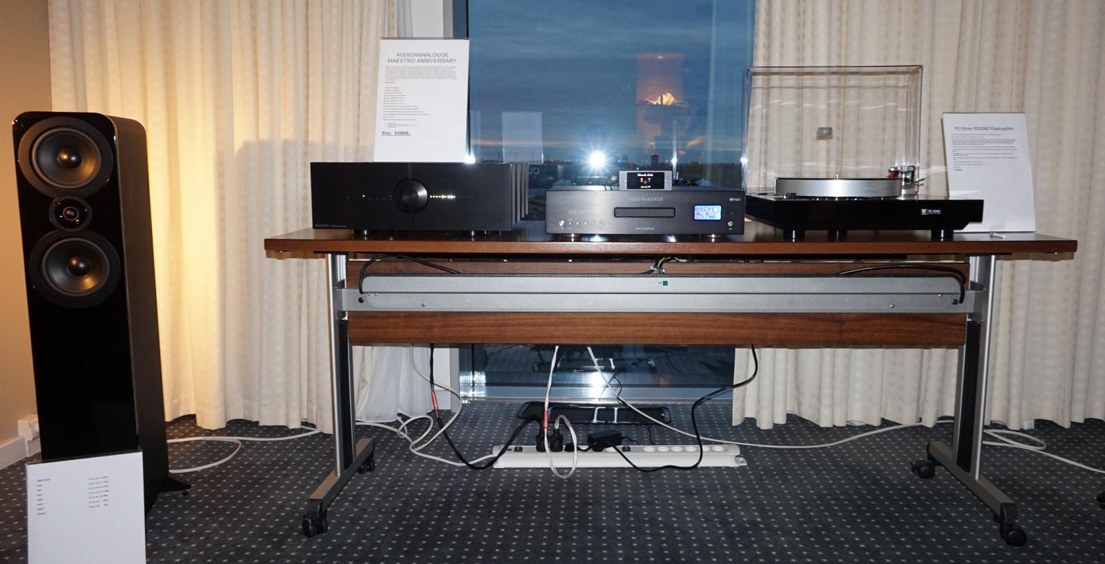 Hos Hi-Fi Store spillede man på PE Ebner-pladespilleren, Audioanalogue-elektronik og Q Acoustics højttalere. Foto: John Alex Hvidlykke, Lyd & Billede
