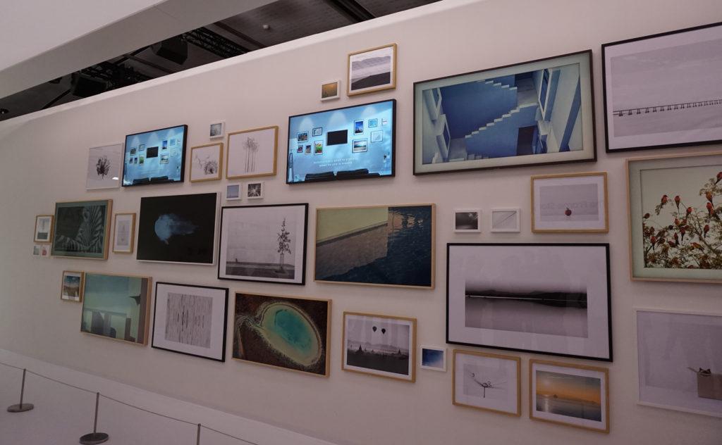 På den här väggen sitter 12 TV-apparater … Foto: John Alex Hvidlykke, L&B