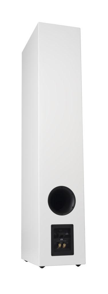 Basreflexporten på baksidan kan täppas till med en skumgummipropp. Foto: XTZ