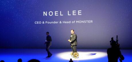 Mot slutet gled den här mannen in på scenen och berättade om ett samarbete med Monster Headphones, men tyvärr är inte detta relevant för Norden ännu så länge. Foto: Mikael Hansen