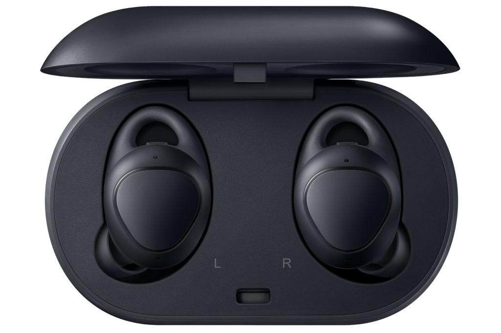 Man kan överföra musiken till propparna och lämna mobilen hemma. Rent teoretiskt, i alla fall. INGEN går ju hemifrån utan sin telefon! Foto: Samsung