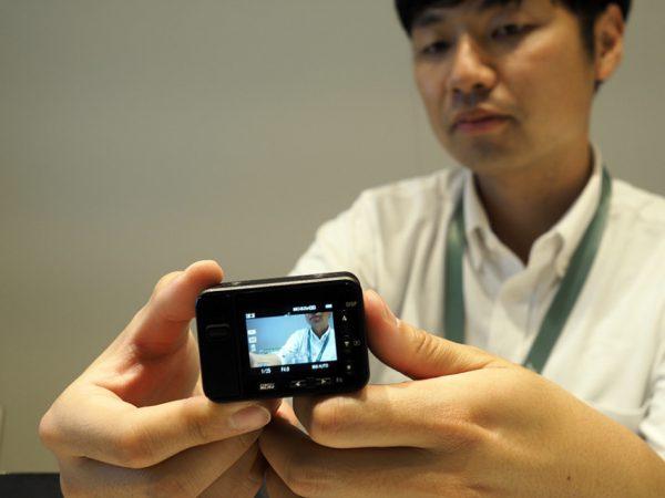 Se Sonys dværgkamera RX0