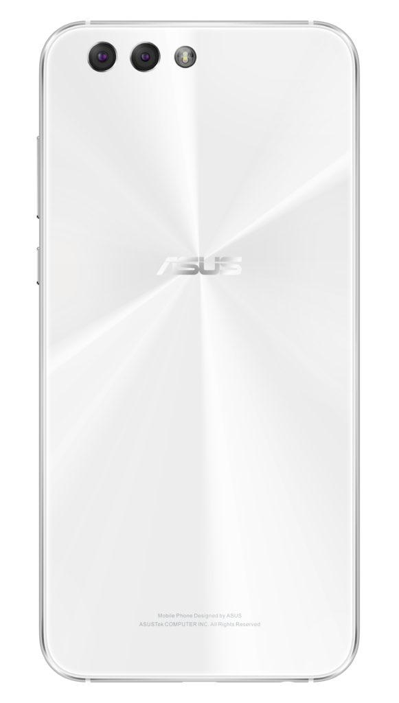 Asus Zenfone 4 har tre kameror: normaloptik, vidvinkel och selfie-kamera. Foto: Asus