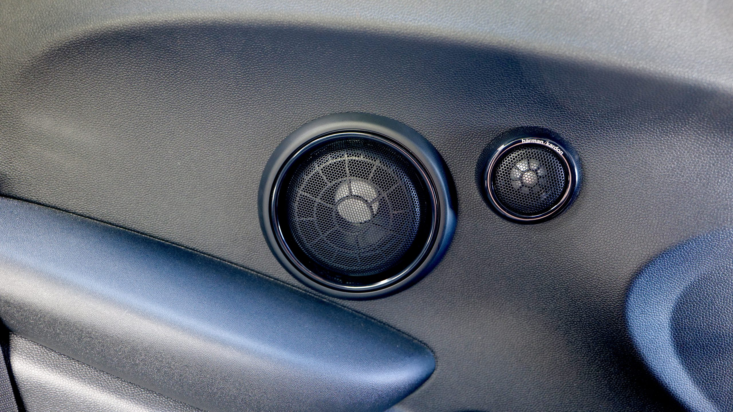 Mini Cooper SE rear speakers