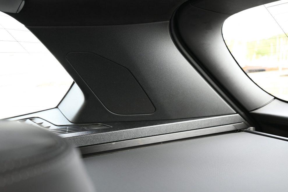 BMW B&W C-stolpe
