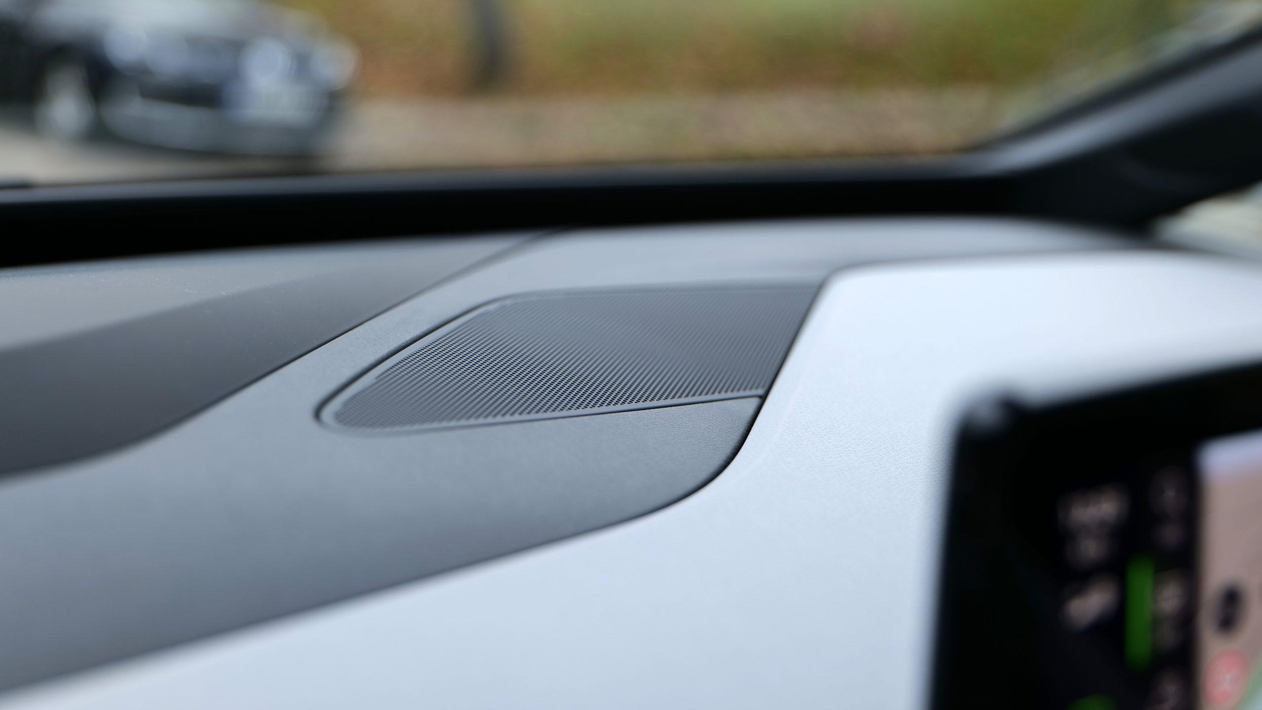 Volkswagen WV ID3 center speaker