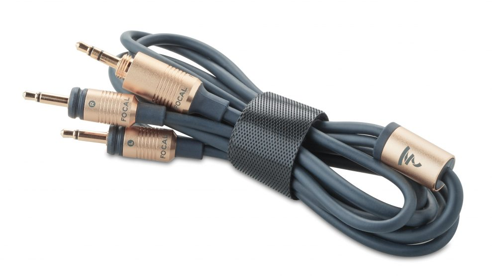 Focal-Celestee-Cable-989x556_12