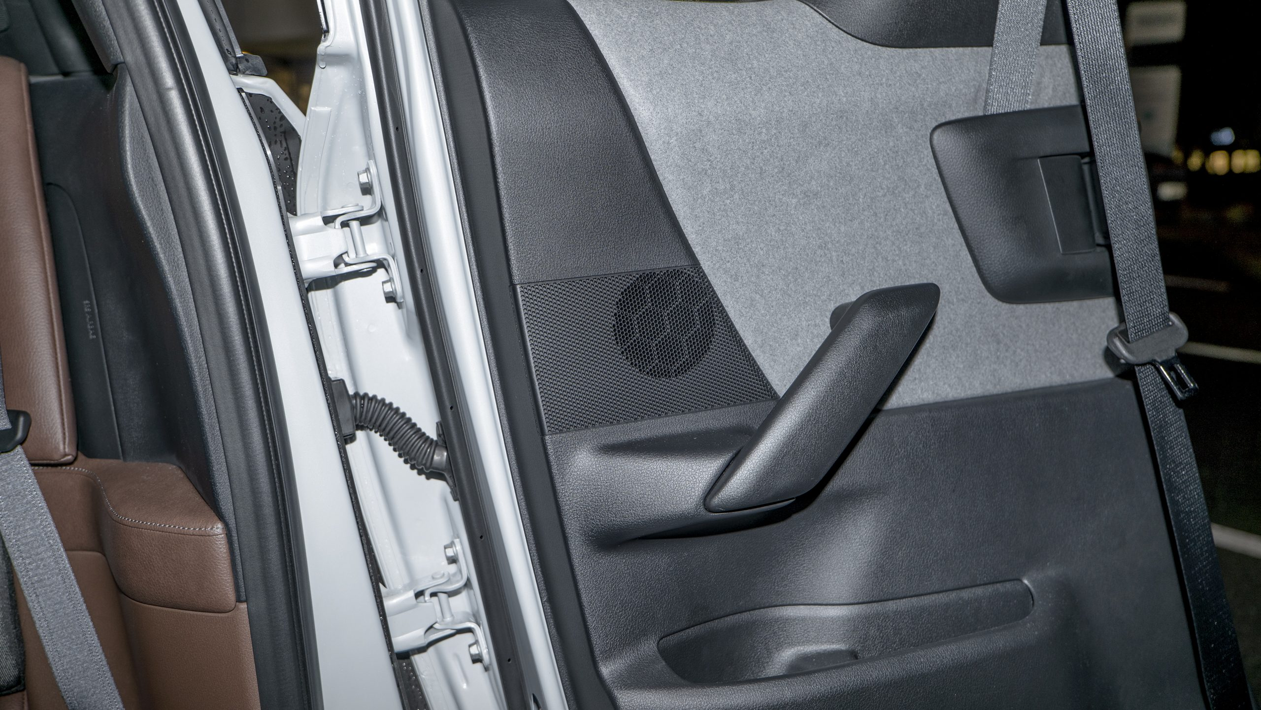 MAZDA-MX-30_backseat-speaker