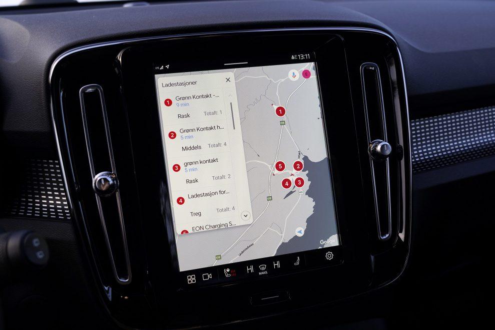 Volvo XC40 P8 Recharge google maps
