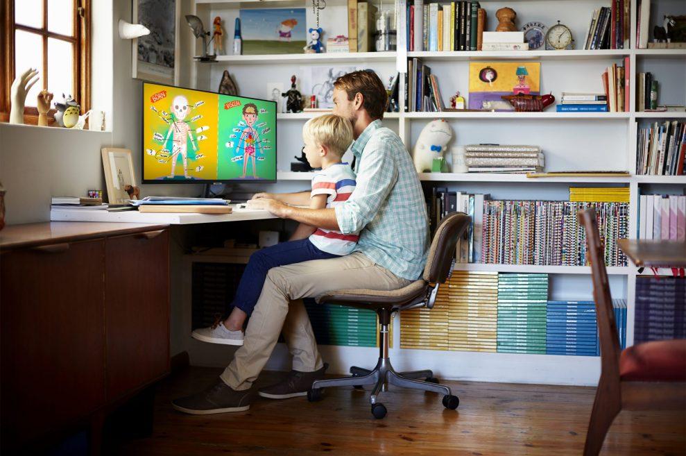 [Smart Monitor] Lifestyle Image 14