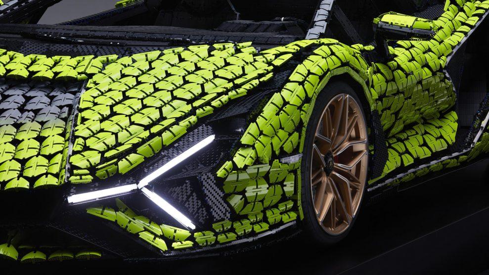 Life-size LEGO Technic Lamborghini Sian FKP 37 (11)