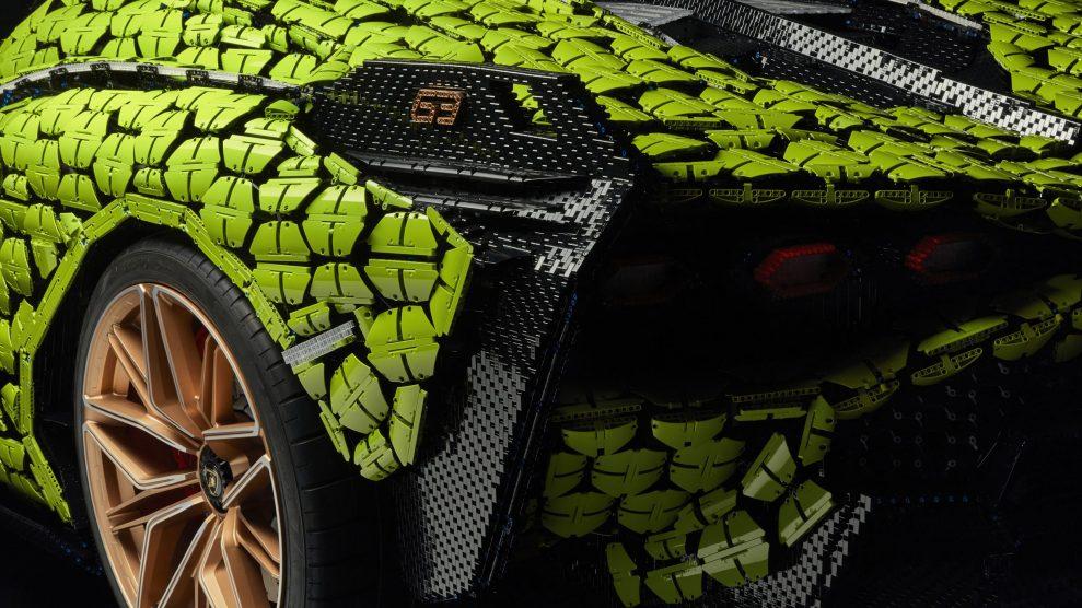 Life-size LEGO Technic Lamborghini Sian FKP 37 (14)