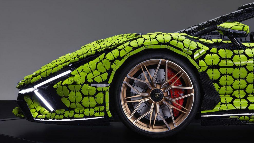 Life-size LEGO Technic Lamborghini Sian FKP 37 (21)
