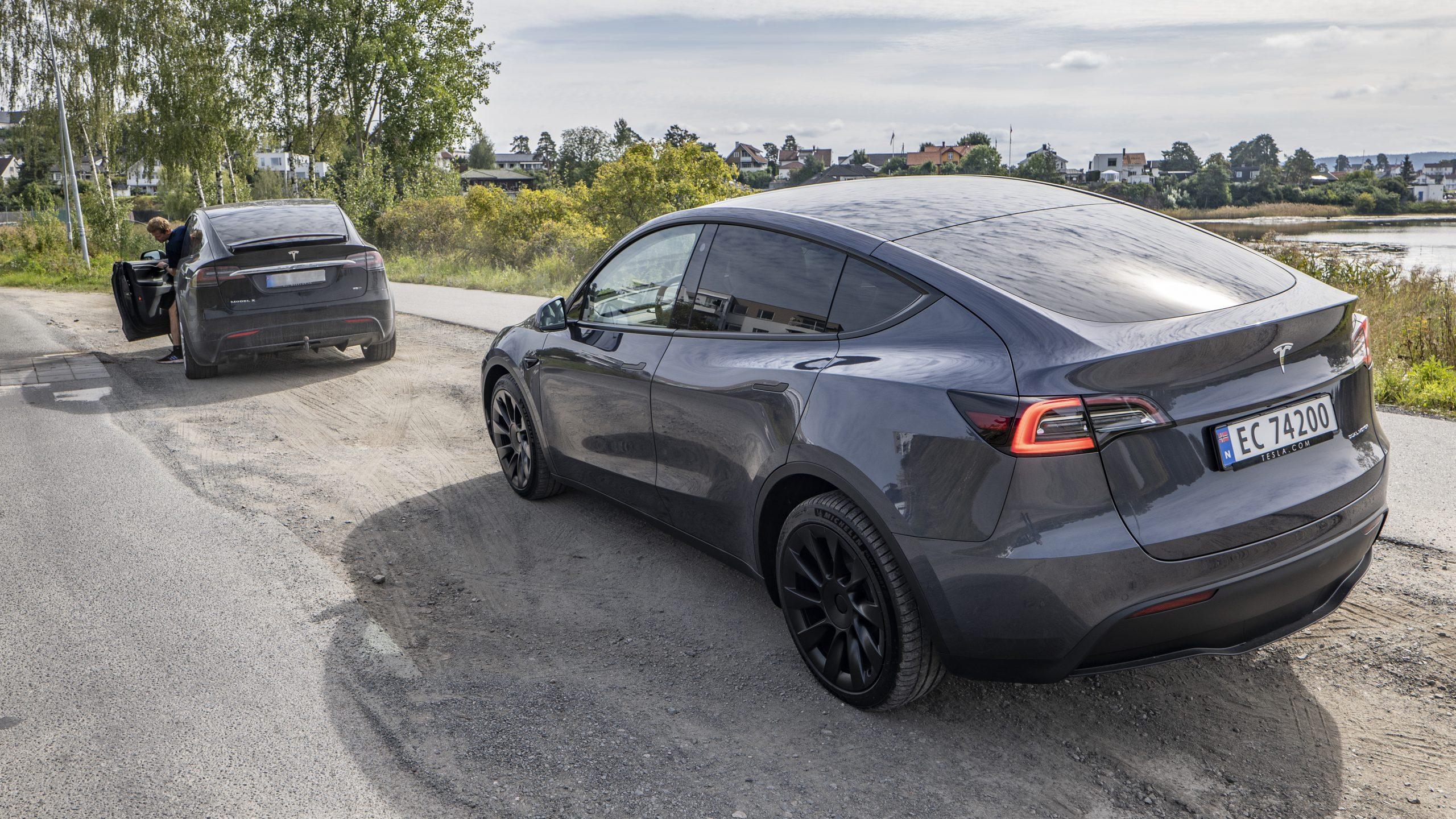 Tesla Model Y & spectator