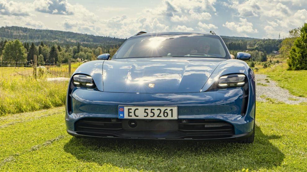Porsche Taycan Cross Turismo front(2)